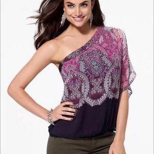 Cache one shoulder top